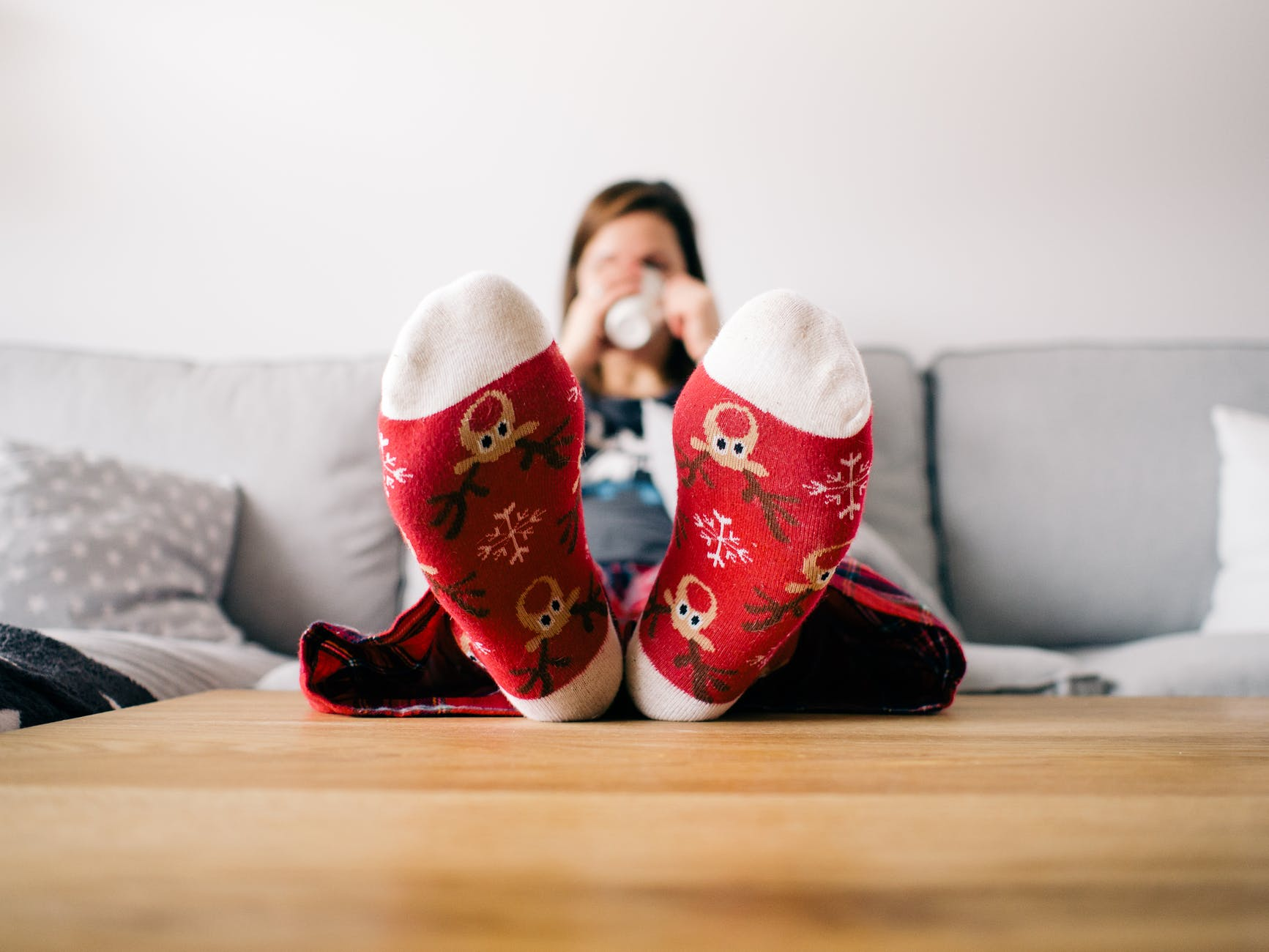 christmas couch feet girl